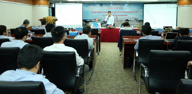 Sharing maintenance and repair experiences for oil refinery plants