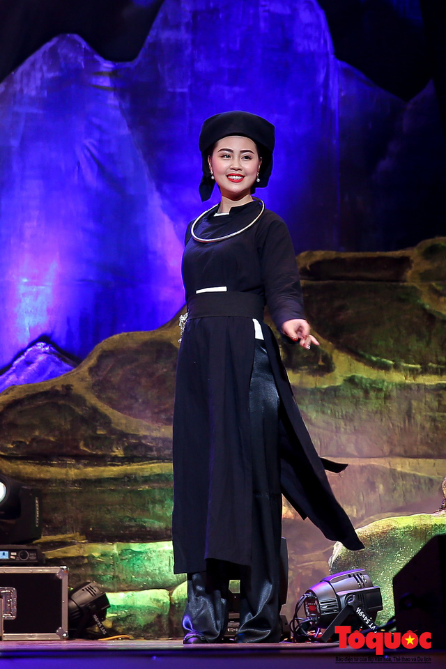 Fashion show of traditional clothes of ethnic women in the northeast
