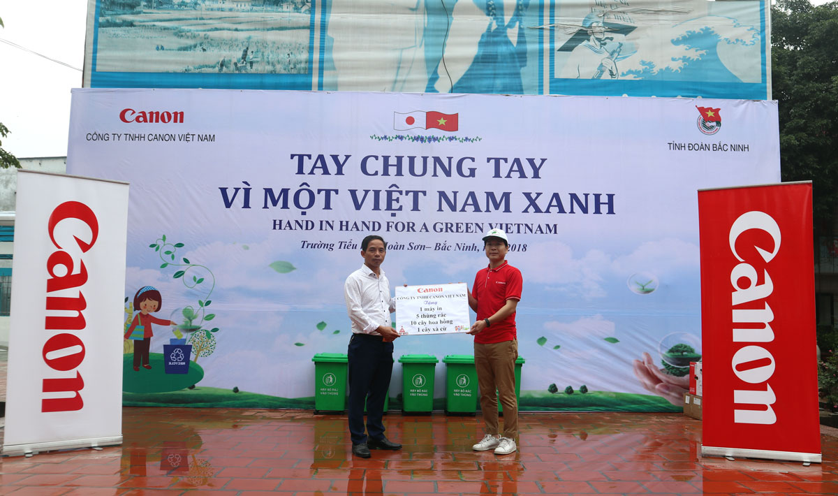 """""""Hand in hand for a green Vietnam"""" in Bac Ninh province"""