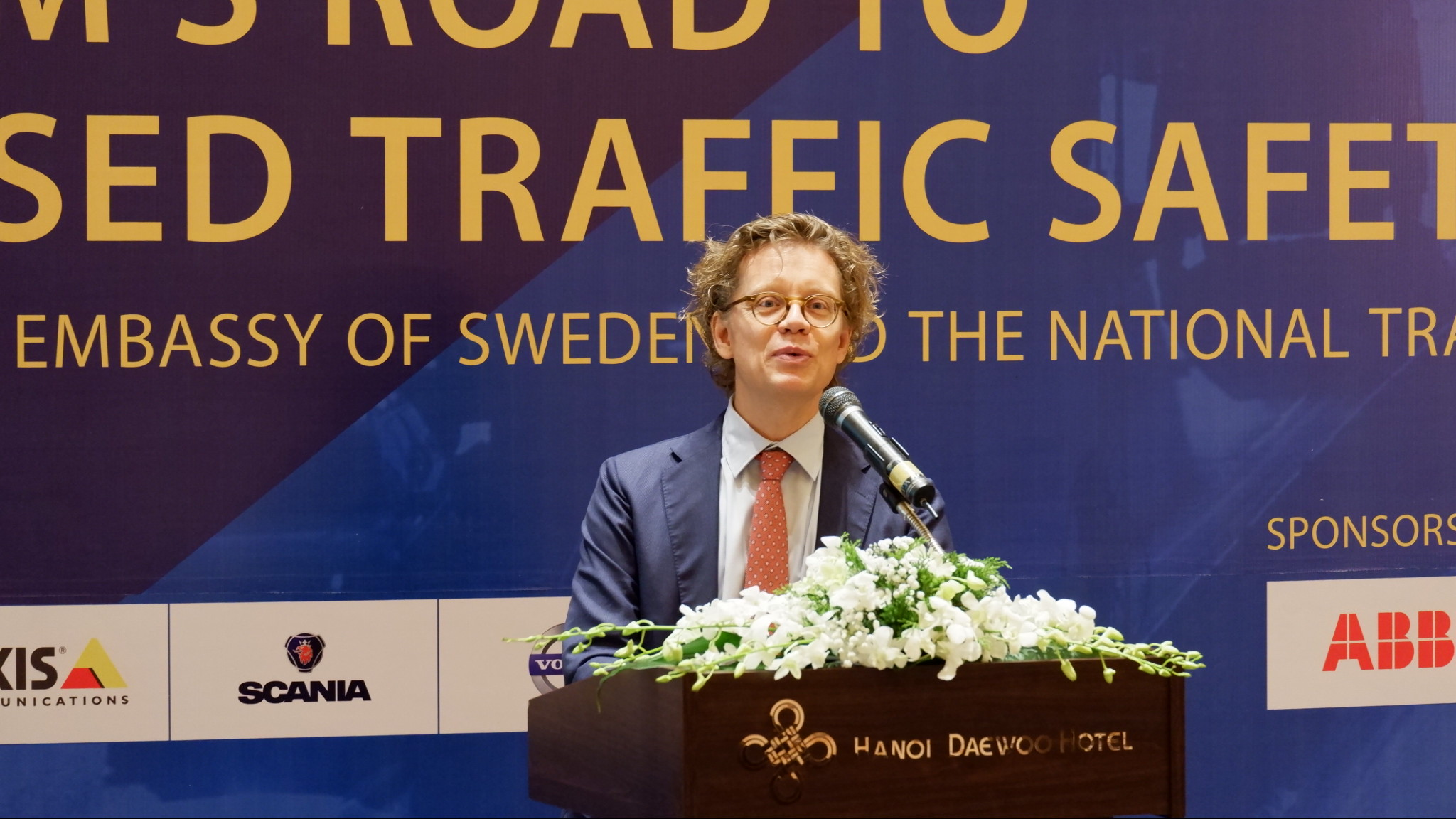Sweden offers suggestions to Vietnam for traffic safety