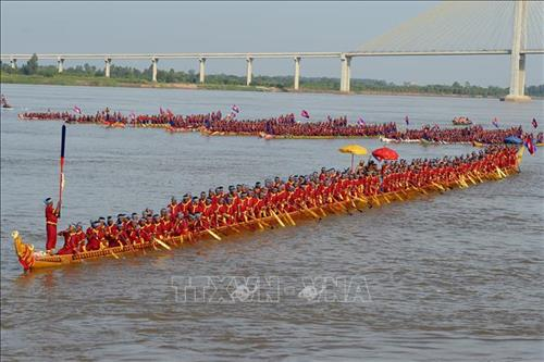 World's longest dragon boat record in Cambodia