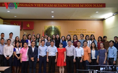 Vietnamese Embassy dialogues with overseas Vietnamese students in Thailand