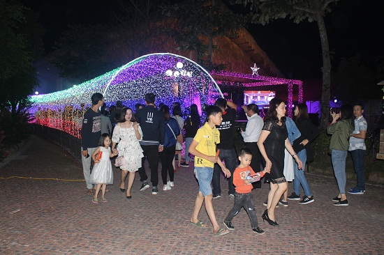 Brilliant light festival at Quang Ninh Gate Resort