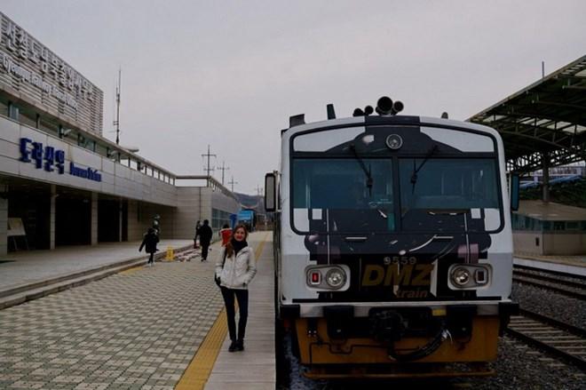 Two Koreas start joint railway inspection