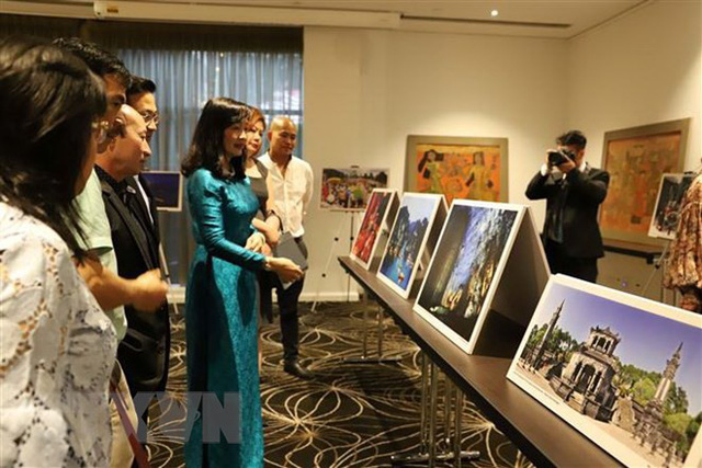 Vietnam's lacquer paintings and photos on display in Australia