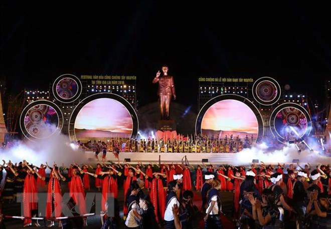 Prime Minister attends Tay Nguyen Gong Festival in Gia Lai