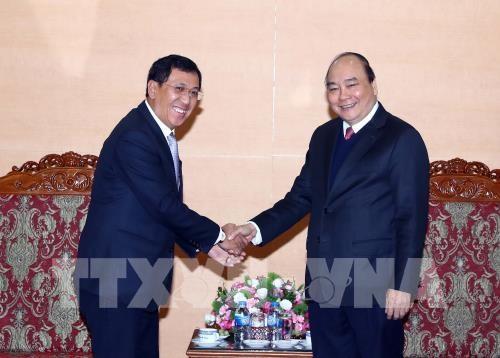 PM Nguyen Xuan Phuc hails Vietnam-Laos banking cooperation