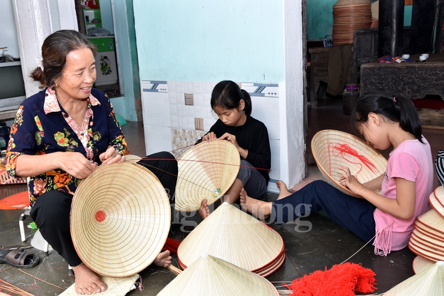 Traditional hat production village imbued with Vietnamese culture