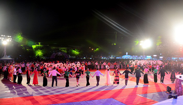 Compiling Thai Xoe dance dossier to submit UNESCO