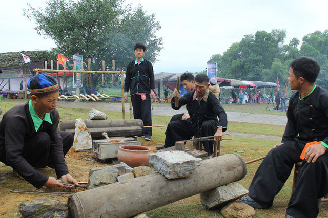 Mong ethnic forging performed in Hanoi