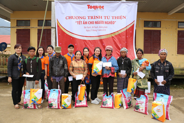 Gifts to Arem ethnic people in Quang Binh province for Tet 2019