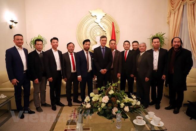 Ambassador Nguyen Minh Vu meets Vietnamese community in Germany