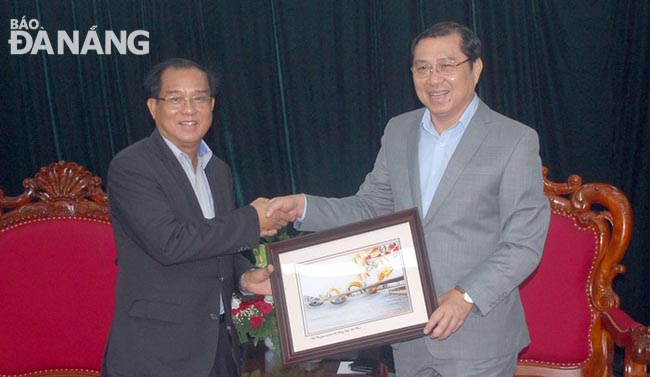 VND11 billion in support of southern Lao localities