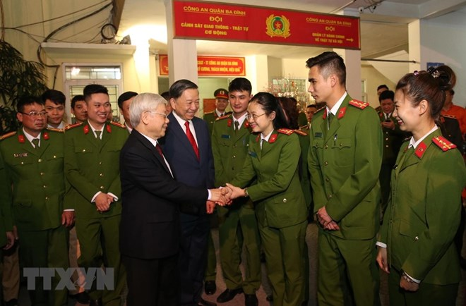 Leader extends Tet wishes to police, workers in Hanoi