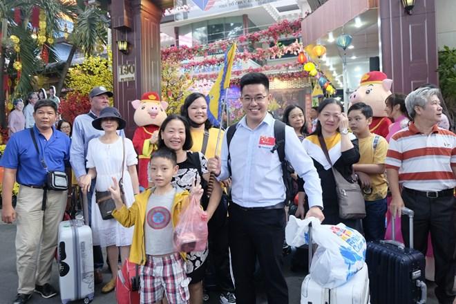 HCM City: tourism market bustling on Lunar New Year festival