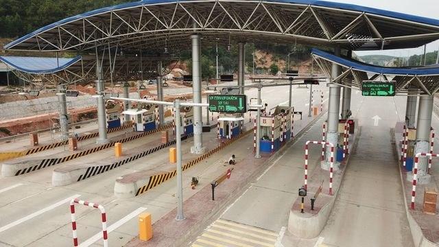 Ha Long-Van Don expressway opens to traffic