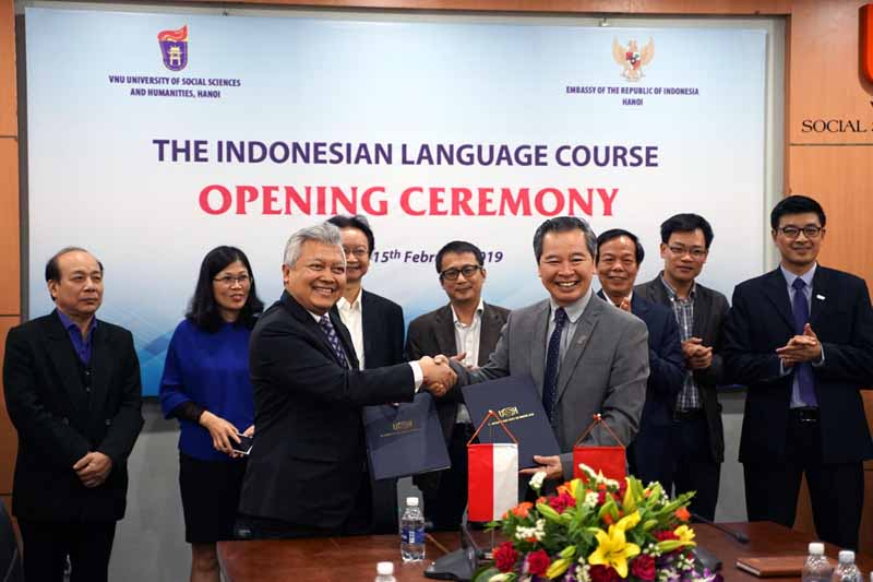 Indonesian language is now officially taught in Vietnam National University, Hanoi