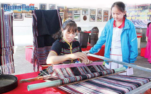 Hre ethnic traditional brocade weaving recognized as National Intangible Cultural Heritage
