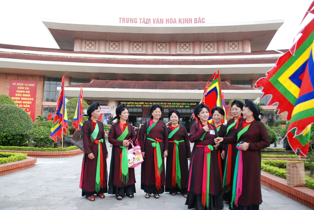 Cultural activities welcome festival on Quan ho folk singing