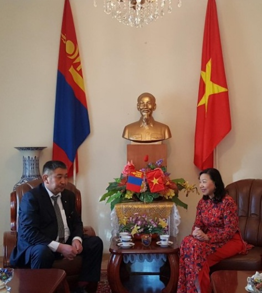 Vietnamese Ambassador to Mongolia receives Acting Rector of School No. 14 named President Ho Chi Minh