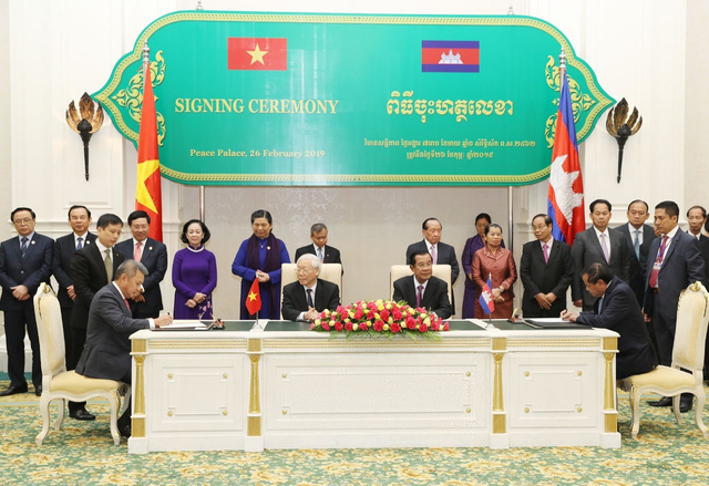 Vietnam Airlines, Cambodia cooperate to develop tourism