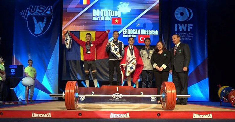 Bac Ninh weightlifter wins three gold medals at world youth champs