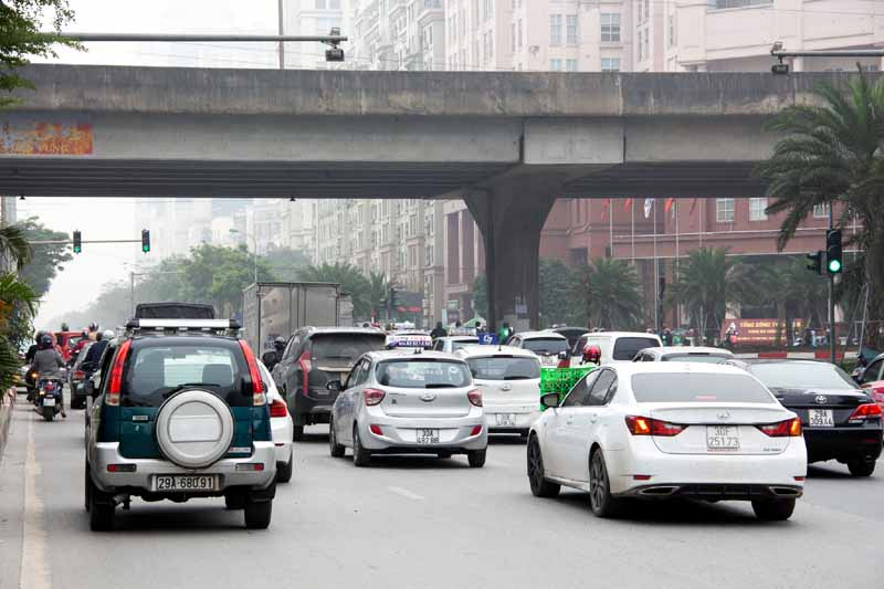 Ha Noi equips Pham Hung - Me Tri intersection with state-of-the-art traffic control technology