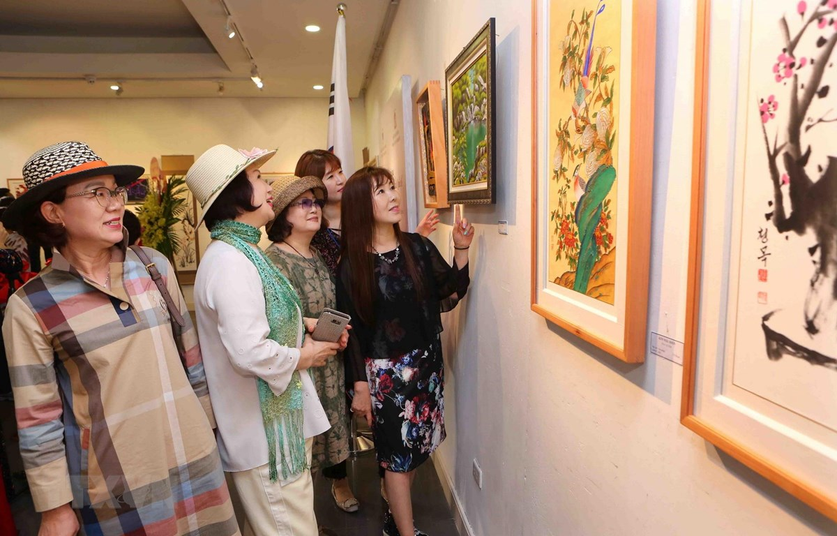 116 works by Vietnamese and Korean artists on display in Hanoi