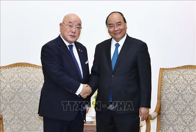PM Nguyen Xuan Phuc hosts Special Advisor to Japanese Cabinet