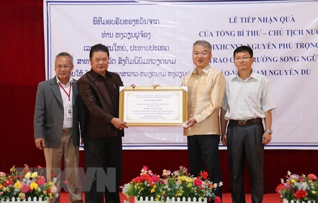 Party, State leader's gifts presented to Laos-Vietnam school in Vientiane