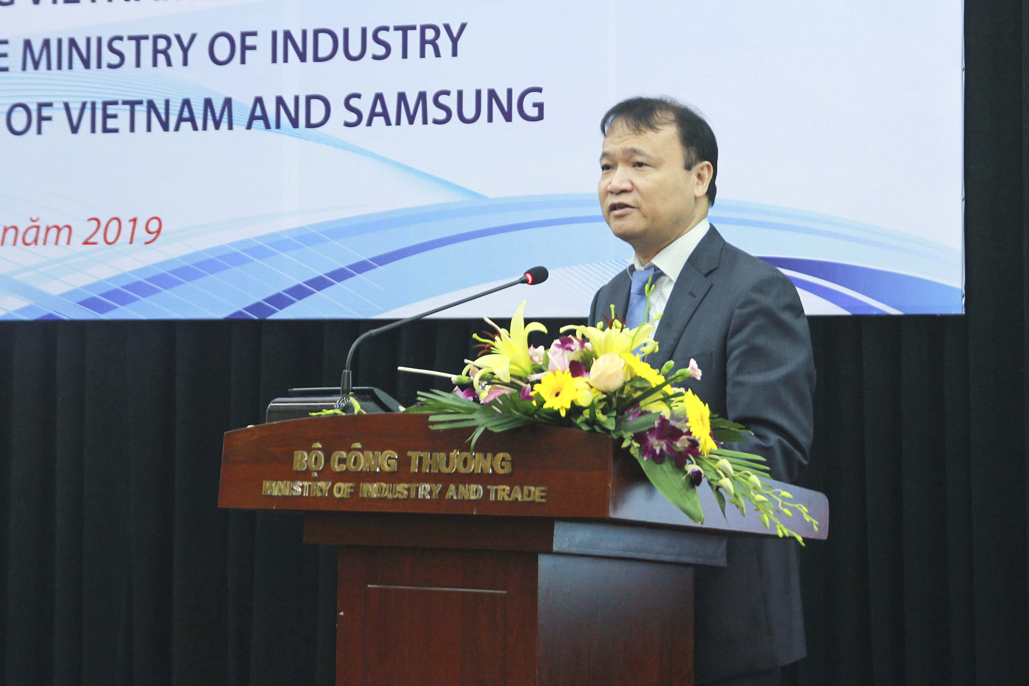 Samsung helps train 105 Vietnamese support industry experts