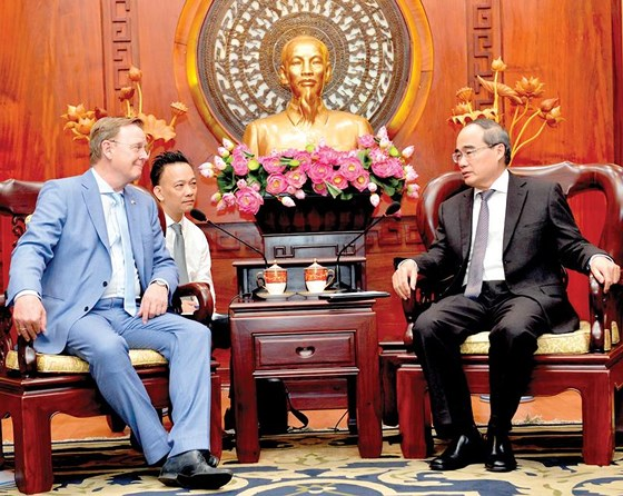 Ho Chi Minh city promotes cooperation with German and Dutch localities