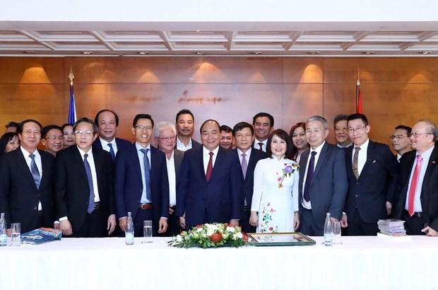 Prime Minister meets overseas Vietnamese in Europe