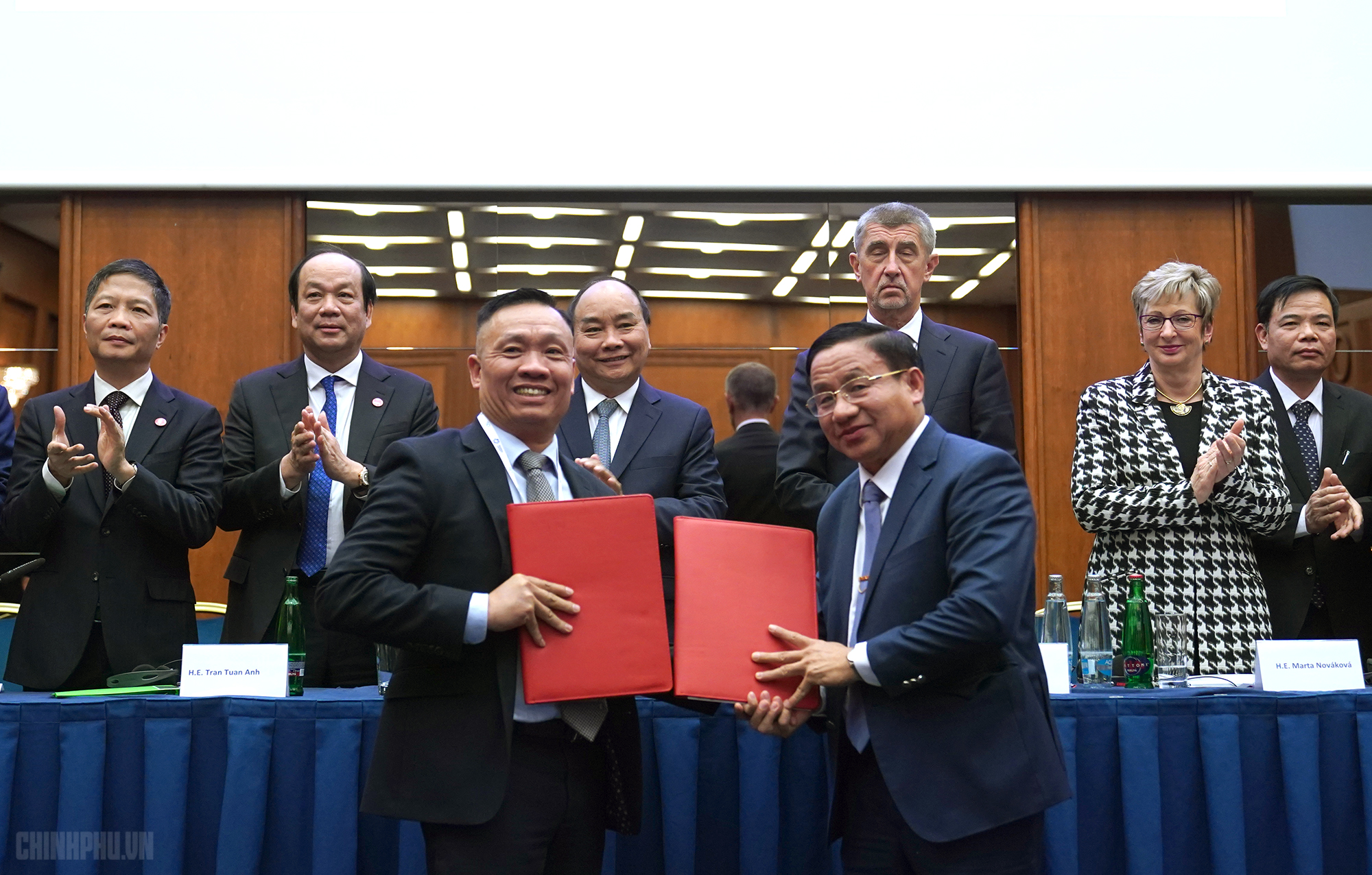 Ha Tinh province signs wind power cooperation deal with Czech business