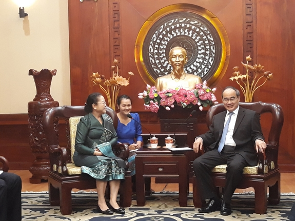 Ho Chi Minh city willing to share experience with Laos