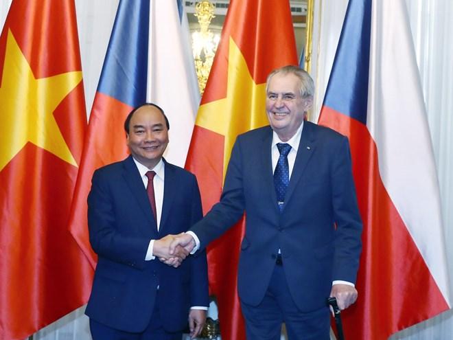 PM Nguyen Xuan Phuc calls for stronger Vietnam-Czech ties in potential fields