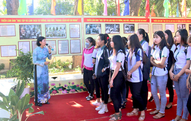 Photo exhibition on studying and following President Ho Chi Minh's example