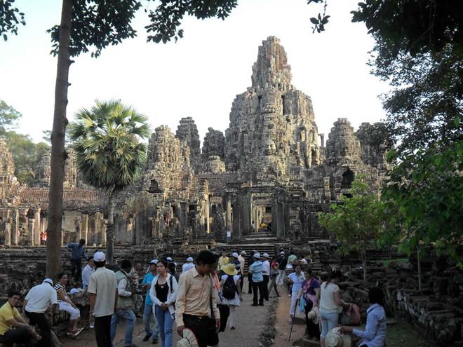 Nearly 10 million Vietnamese people travel abroad