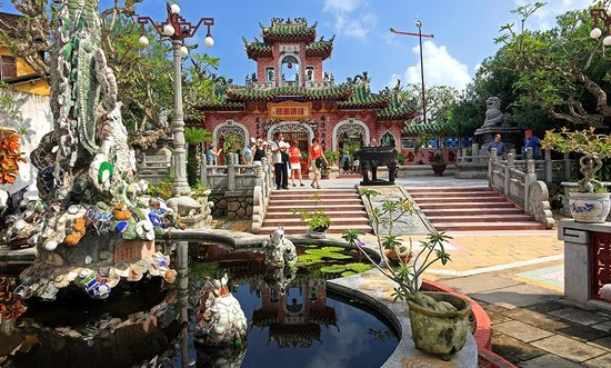 Four Vietnam hot spots win TripAdvisor honor