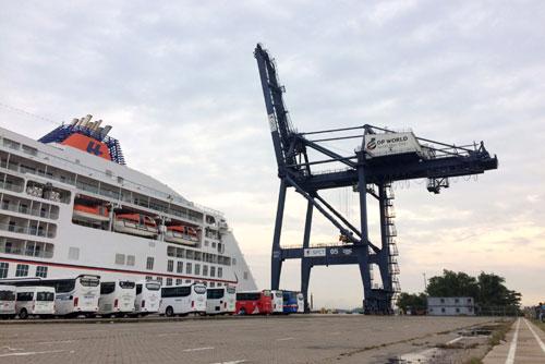 Cruise ships flock to Vietnam