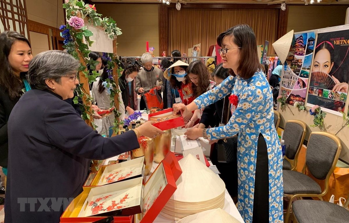 Vietnamese products attract visitors at ALFS charity fair in Japan
