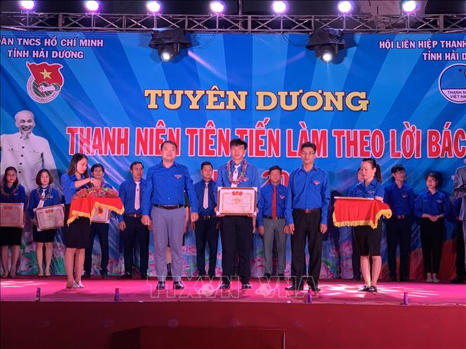 Hai Duong province's outstanding young followers of Uncle Ho's example honoured