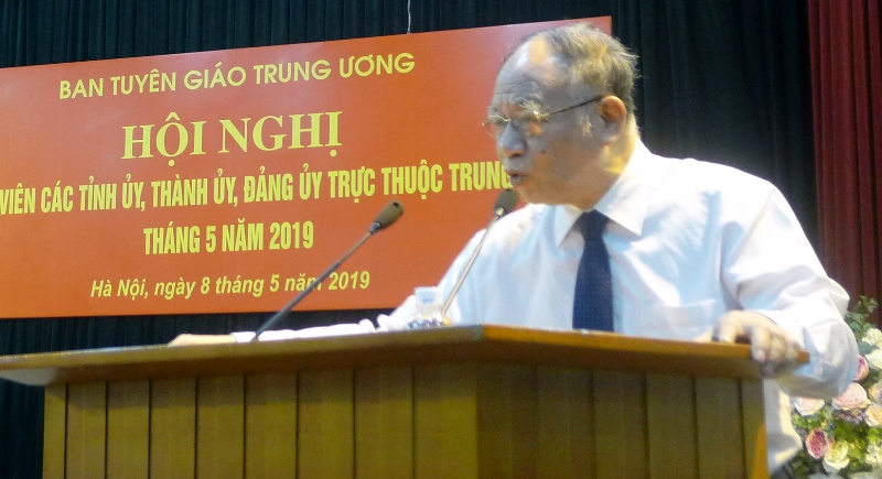 Meeting puts education and President Ho Chi Minh's testament as top issues
