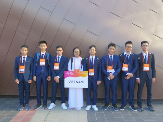 Vietnamese students win two silvers at 2019 Asian Physics Olympiad