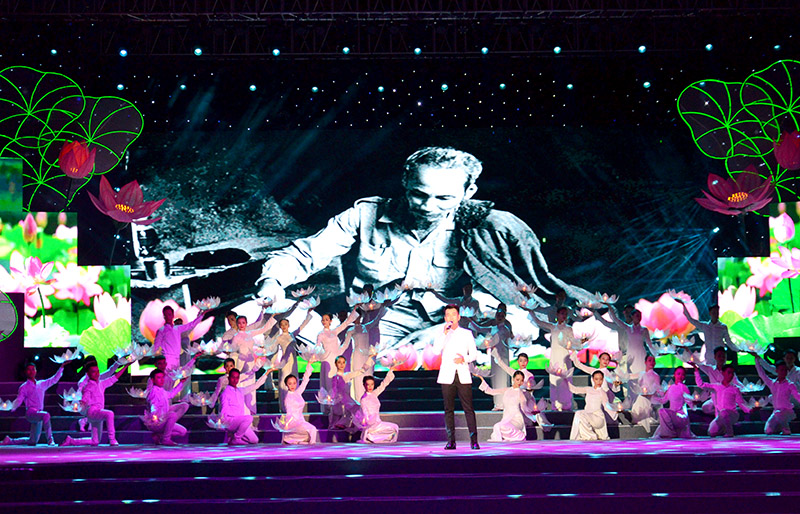 Arts performance on Uncle Ho in Ho Chi Minh city