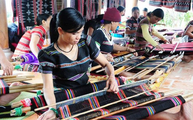 Ethnic Zeng weaving in Thua Thien Hue granted collective mark