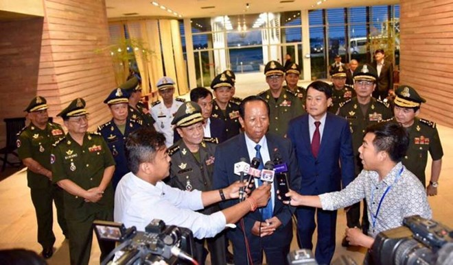 Cambodian Defence Minister, lawmaker lash out at Singaporean PM's remarks on Vietnam