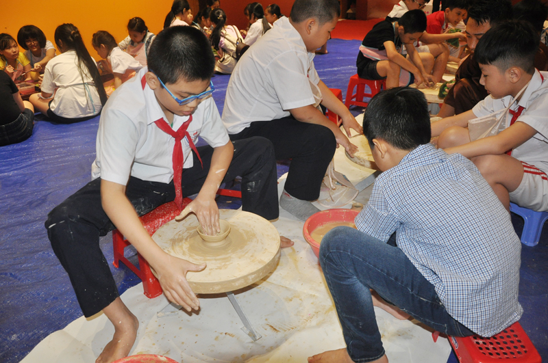 Quang Ninh Museum attracts children for summer experience