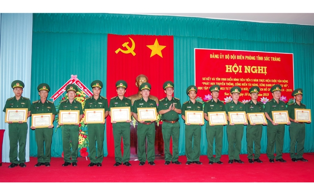 Southern province honours outstanding followers of Uncle Ho's example