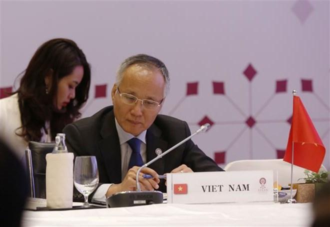 ASEAN economic ministers discuss RCEP talks